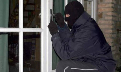 Δεν θα το πιστέψετε: Δείτε τι έκλεψαν από το σπίτι του