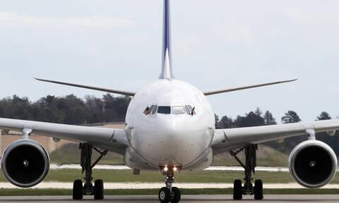Προσγείωση - θρίλερ: Τρύπησε το δάπεδο αεροσκάφους (pics)