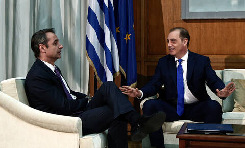 Βελόπουλος σε Μητσοτάκη: «Η κατάσταση σηκώνει τσιγάρο!»