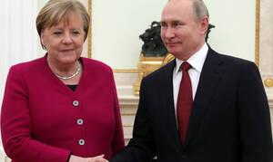 Μέρκελ - Πούτιν: Αναγκαιότητα οι ειρηνευτικές συνομιλίες για τη Λιβύη