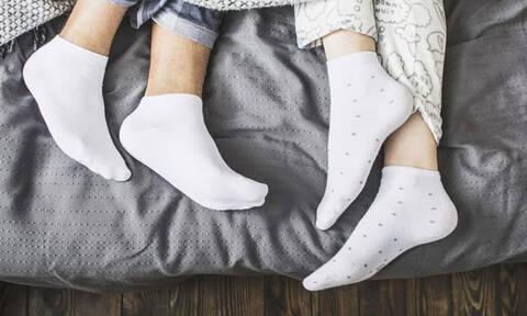 Τελικά πρέπει ή όχι να κοιμόμαστε με τις κάλτσες μας;