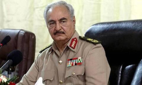 Ραγδαίες εξελίξεις στη Λιβύη: Ο Χαφτάρ ανακοίνωσε κατάπαυση του πυρός