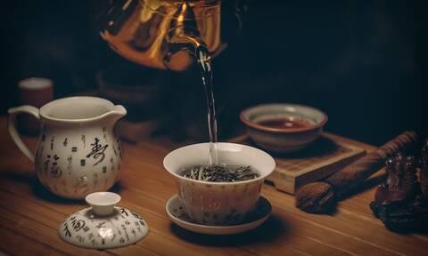 Όσοι πίνουν συχνά πράσινο τσάι ζουν περισσότερα χρόνια, σύμφωνα με έρευνα