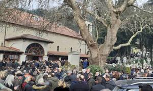 Κηδεία Θεόδωρου Νιτσιάκου: Συντετριμμένοι συγγενείς και φίλοι στο τελευταίο «αντίο»
