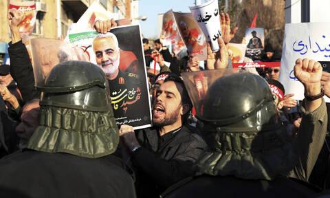 Διπλωματικό θρίλερ στο Ιράν: Συνελήφθη ο Βρετανός πρέσβης
