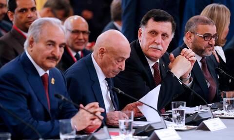 Λιβύη ώρα μηδέν: Σάρατζ και Χάφταρ υπογράφουν τη συμφωνία κατάπαυσης του πυρός