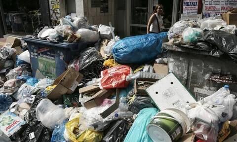 24-летняя грузинка, оставившая младенца в мусорном баке в Каламате, просит вернуть ребенка