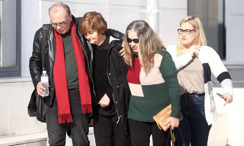 Δολοφονία Τοπαλούδη: Στο νοσοκομείο η μητέρα της Ελένης - Κατέρρευσε στο δικαστήριο