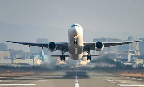 Ο απίστευτος λόγος που δεν επιτρέπεται να κουβαλάς υγρά στο αεροπλάνο