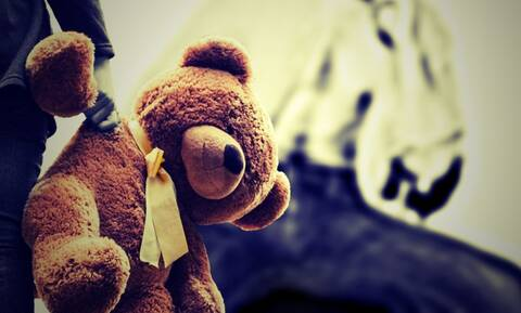 Φρίκη: 5χρονη ζούσε «αιχμάλωτη» σε άθλιες συνθήκες στο σκοτάδι επί χρόνια
