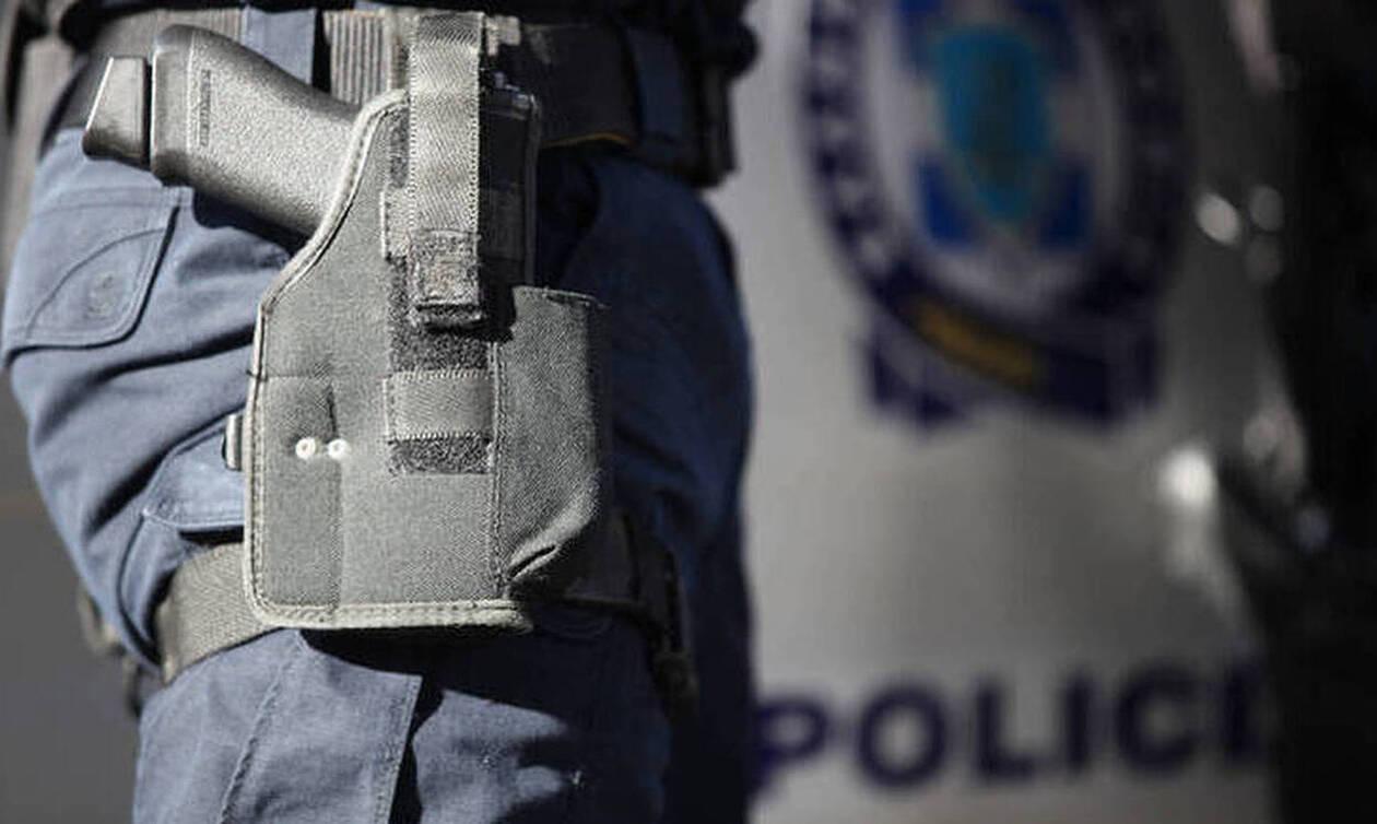 Νέα Ιωνία: Αστυνομικός έπεσε αιμόφυρτος στην άσφαλτο – Εκπυρσοκρότησε το όπλο του