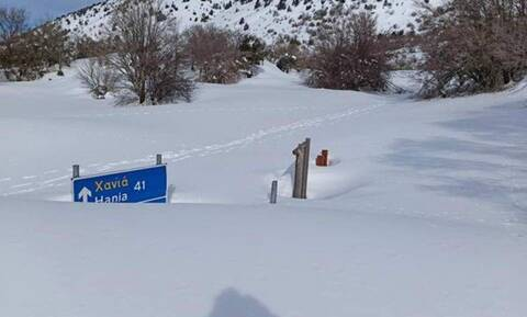 Απίστευτές εικόνες: Θάφτηκε από το χιόνι η είσοδος στο φαράγγι της Σαμαριάς