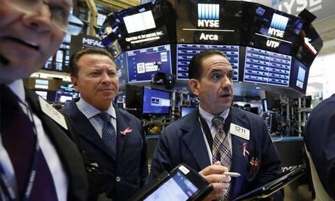 Κέρδη με ρεκόρ στη Wall Street - Σε ελεύθερη πτώση το πετρέλαιο
