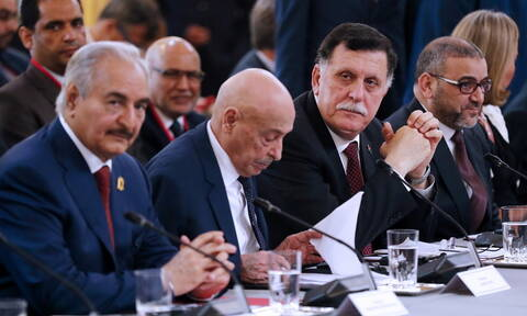 Ο Χάφταρ εγκατέλειψε τις συνομιλίες και έφυγε από τη Μόσχα - Συνεχίζονται οι εχθροπραξίες στη Λιβύη