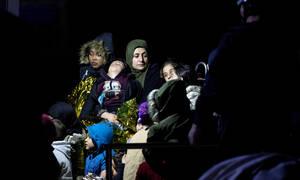 Μεταναστευτικό: Στο όριο τα νησιά για τις δομές φιλοξενίας – Επεισόδια στη Χίο (vid)