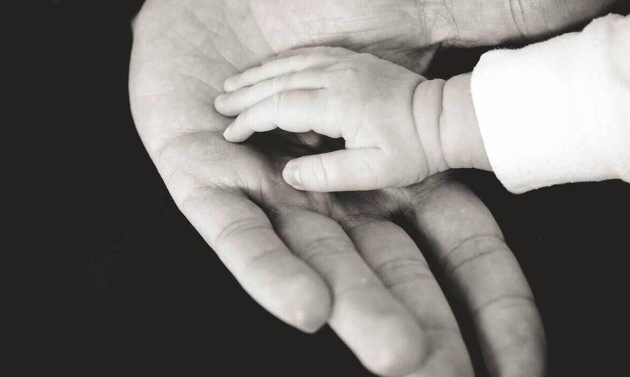 Έλληνας επιχειρηματίας μοιράζει επίδομα γέννας 300.000 ευρώ σε υπαλλήλους του