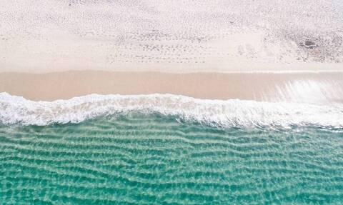 Έκανε βόλτα στην παραλία – «Τα έχασε» με αυτό που αντίκρισε (pics)