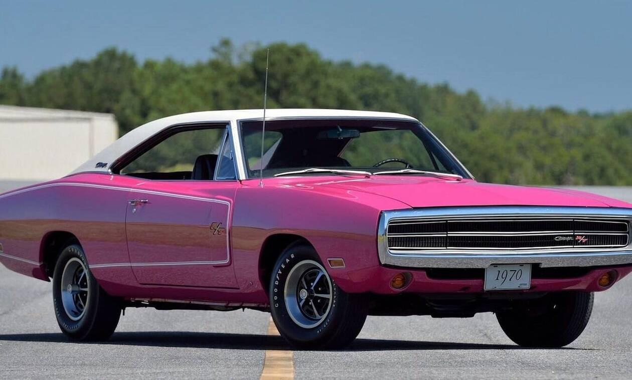 Είναι δυνατόν; Dodge Charger που έχει χρώμα σαν... φλαμίνγκο με  7.200 κυβικά και 390 ίππους;