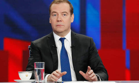 Ρωσία: Παραιτήθηκε η κυβέρνηση Μεντβέντεφ