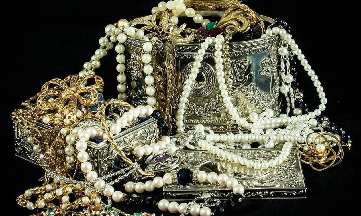 Πύργος: Εξιχνιάστηκε ληστεία με λεία κοσμήματα αξίας περίπου 1.000.000 ευρώ