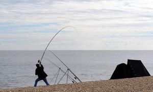 Μονεμβασιά: Χαμός στην παραλία - Έτριβαν τα μάτια τους με αυτό που έβγαλαν από τη θάλασσα