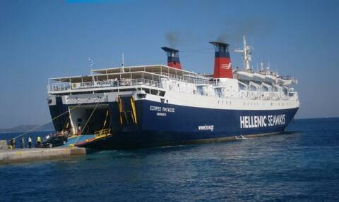 Μηχανική βλάβη στο «ΕΞΠΡΕΣ ΠΗΓΑΣΟΣ» -  Παραμένει στο λιμάνι του Λαυρίου