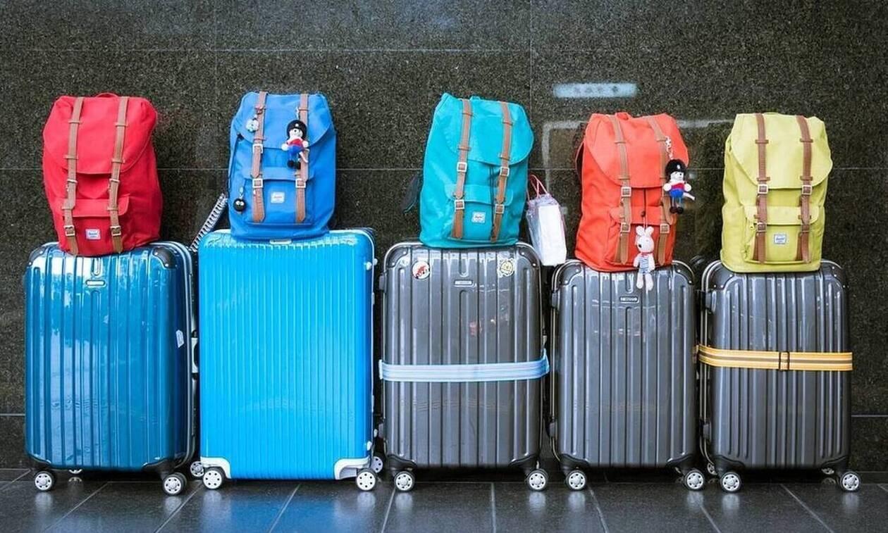 Πήγαν διακοπές - Ούρλιαζαν με αυτό που ανακάλυψαν στην βαλίτσα τους