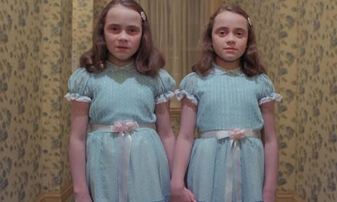 Δες πώς είναι σήμερα τα τρομακτικά δίδυμα κοριτσάκια από τη Λάμψη