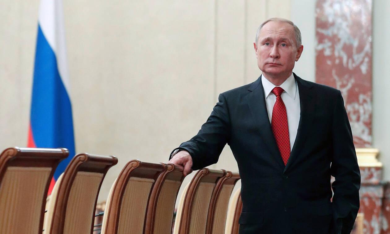 Ρωσία: Τα σχέδια Πούτιν μετά την παραίτηση Μεντβέντεφ – Στόχος η παραμονή στην Προεδρεία