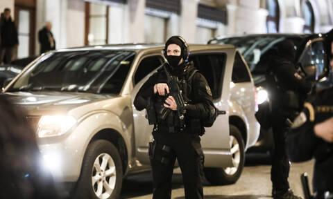 Στην Αθήνα ο Χαφτάρ: «Αστακός» η πρωτεύουσα – Παντού οπλισμένοι αστυνομικοί