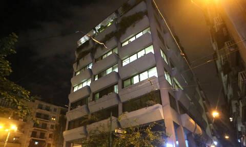Συναγερμός στο κέντρο της Αθήνας: Eπίθεση στα γραφεία των εφημερίδων «Δημοκρατία» και «Espresso»
