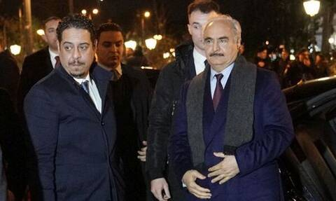 Έξω φρενών οι Τούρκοι με την επίσκεψη Χαφτάρ: «Ο πραξικοπηματίας πήγε κρυφά στην Ελλάδα»