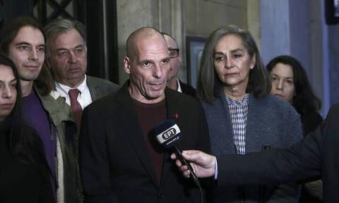 Αμετανόητος ο Βαρουφάκης παρά το πολιτικό φάουλ με τη Μάγδα Φύσσα