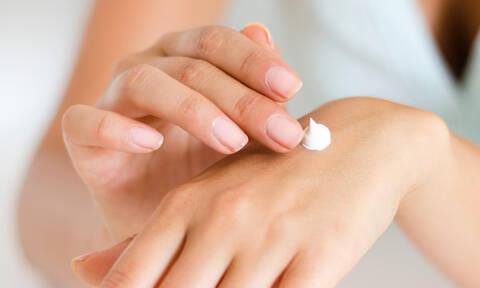 Αυτές οι κρέμες χεριών όχι μόνο μυρίζουν τέλεια αλλά κάνουν θαύματα στα χέρια μας
