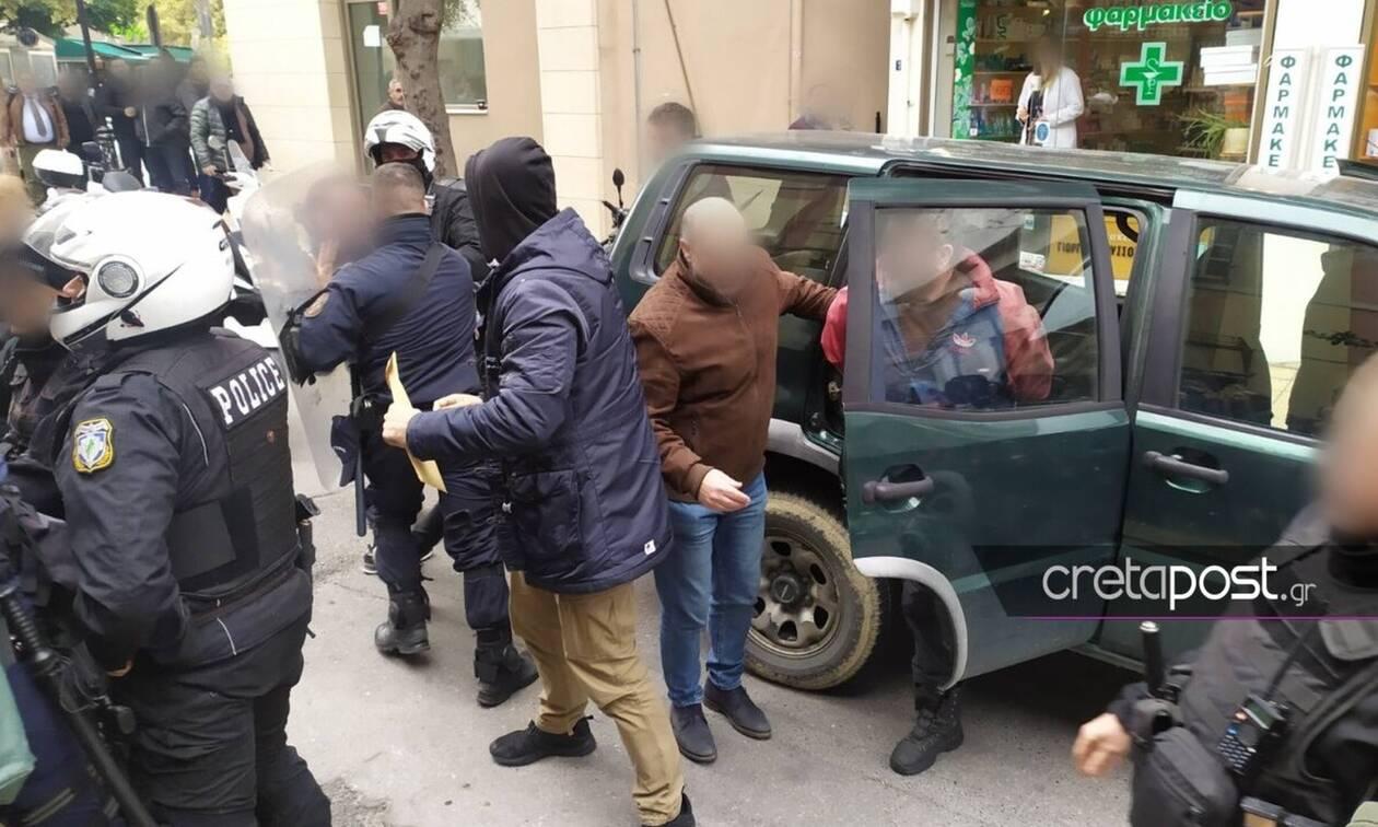 Φονικό στις Μοίρες: Χαμός έξω από τα δικαστήρια – Επιχείρησαν να λιντσάρουν τον δράστη
