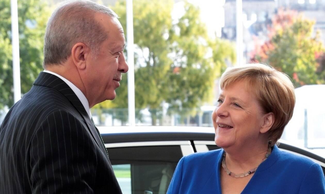 «Βόμβα» από τη Bild: O Eρντογάν πίσω από τον αποκλεισμό της Ελλάδας από τη Διάσκεψη του Βερολίνου