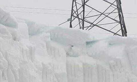 Δεν είναι στις Αλπεις, είναι στην Εύβοια και δείτε πόσα μέτρα κάτω βρίσκονται δύο εργάτες (photo)