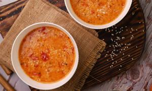 Κοκκινιστή σούπα με τραχανά που θα λατρέψετε