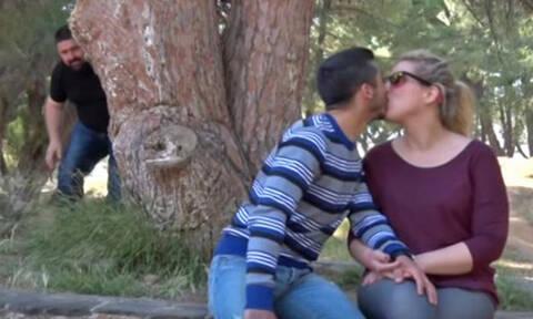 Όταν ο Κρητικός πατέρας «τσακώνει» την κόρη του με το αμόρε της! (video)