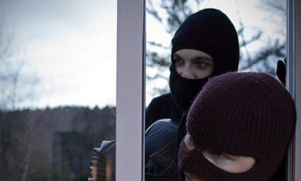 Πώς να αντιδράσεις αν μπουν κλέφτες στο σπίτι σου και είσαι μέσα
