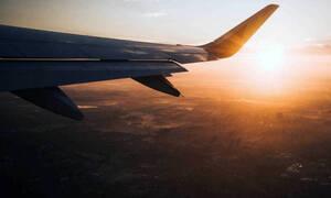 Πτήση τρόμου: Μηχανή αεροσκάφους άρχισε να πετάει φωτιές – Ούρλιαζαν οι επιβάτες (vid)