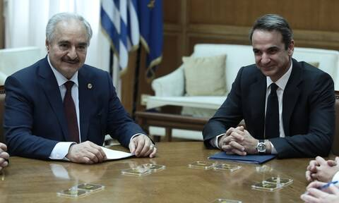 Με το βλέμμα στο Βερολίνο: Διπλωματικό θρίλερ ενόψει της διάσκεψης για τη Λιβύη-Όσα έγιναν με Χαφτάρ