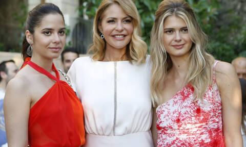 Αμαλία και Αλεξάνδρα Κωστοπούλου: Σπάνια κοινή εμφάνιση για τις κόρες της Τζένης Μπαλατσινού (pics)