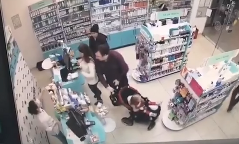 Ζευγάρι «ξαφρίζει» μαγαζί μπροστά στον ιδιοκτήτη - Σοκάρει ο τρόπος! (vid)