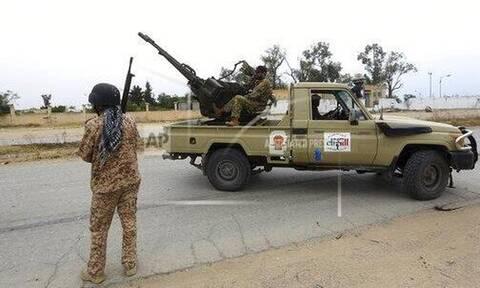 Εμφύλιος στη Λιβύη: Ο Χαφτάρ έκλεισε τις κάνουλες του πετρελαίου - Στενεύει ο κλοιός για τον Σάρατζ