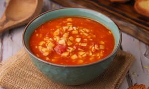 H συνταγή της ημέρας: Κόκκινη σούπα με χυλοπιτάκι