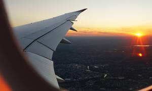 Ποια είναι η καλύτερη θέση για να κάτσεις στο αεροπλάνο;