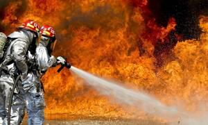 Γιος πασίγνωστου τραγουδιστή έγινε πυροσβέστης – Συγκινημένος ο πατέρας του στην ορκωμοσία (pics)