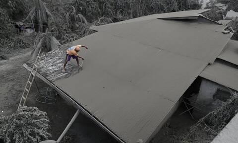 Φιλιππίνες: Η τέφρα του ηφαιστείου Τααλ σκεπάζει ολόκληρα χωριά - Εικόνες που σοκάρουν