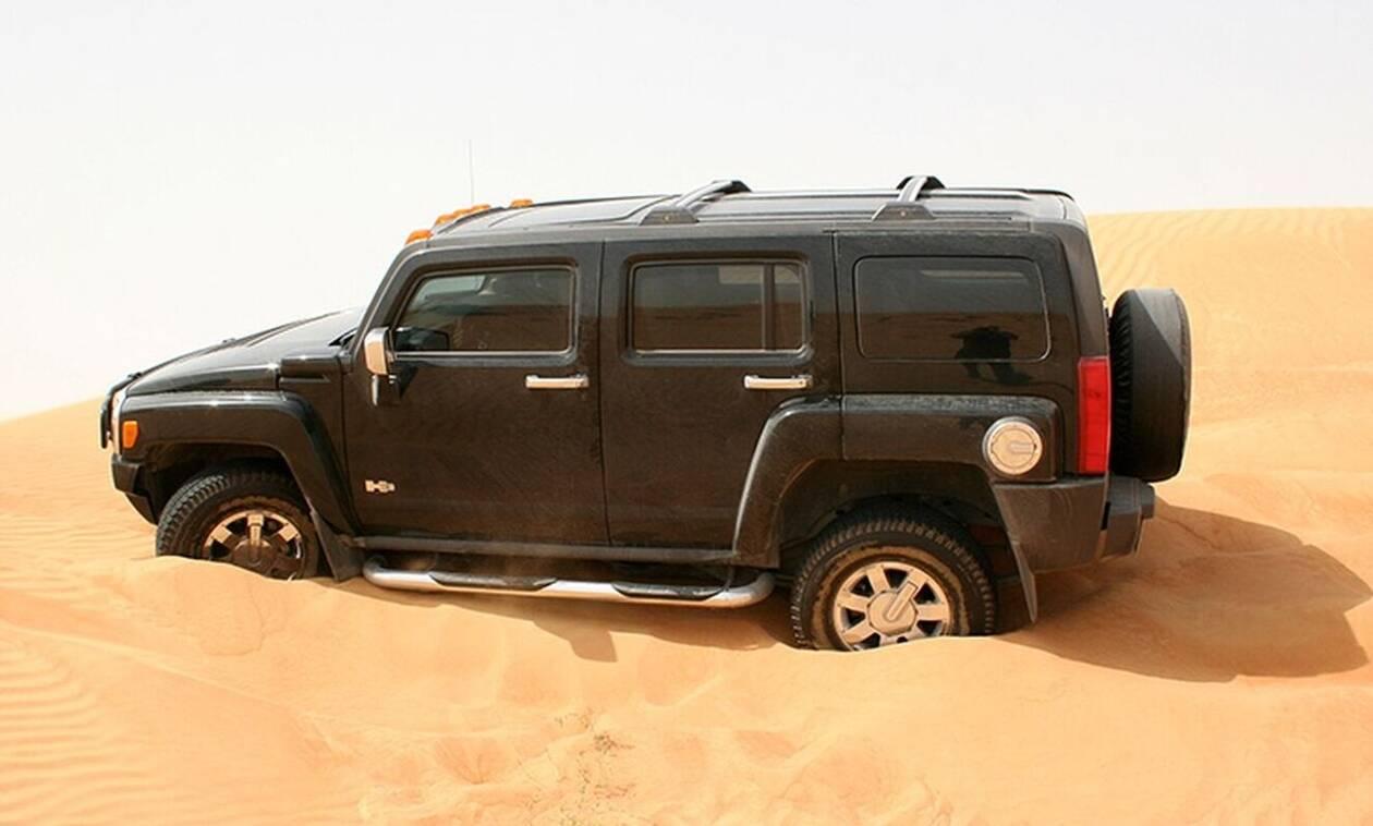 Κόλλησες στην άμμο; Κάντο όπως οι Άραβες… (vid)